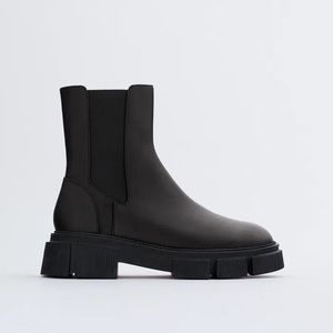 NWT. Zara Flat Leather Ankle Boot. Size 9.